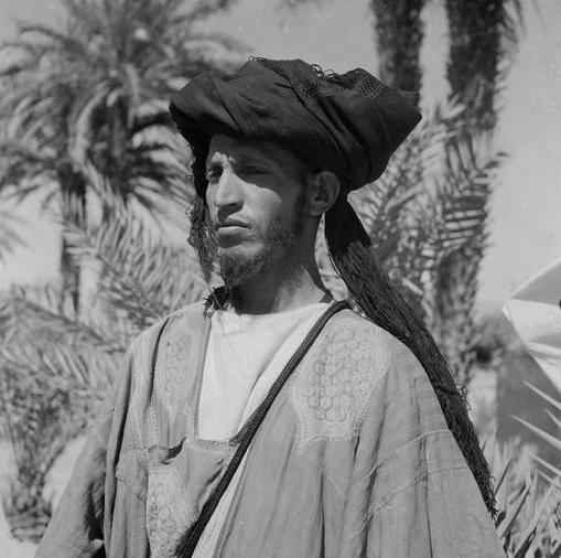 Bani: Homme des Ida Ou Blal portant le chèche et le deraa