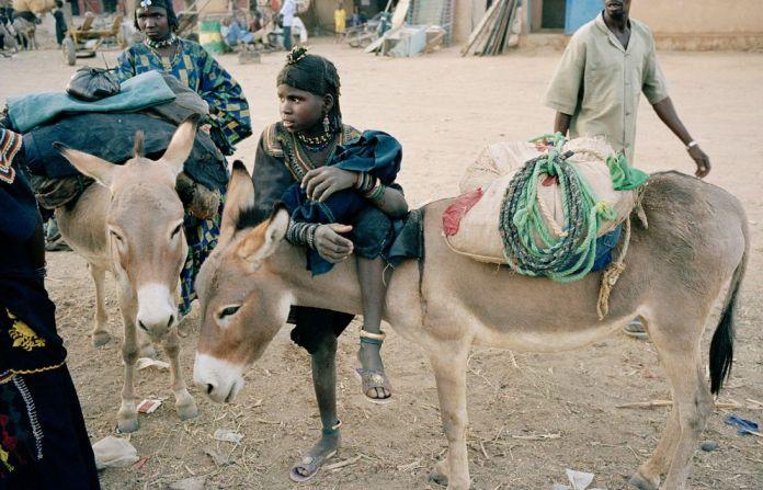 NIGER. Ayorou. Slave girls known as Bellas in the village near the border with Mali called Ayorou. 2005.