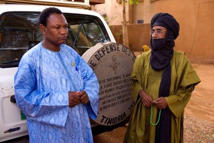 NIGER. Niamey. Director of Association Timidria, Weila Ilguilas, negotiates ending slavery with Tuareg chieftan Amadou Habi who denounces relatives. 2005.